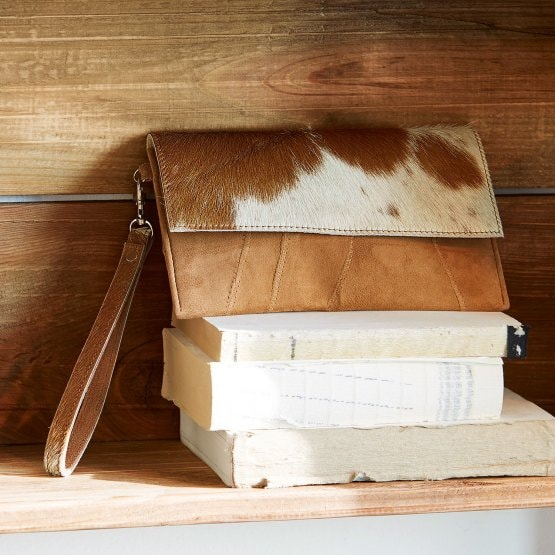 LOBERON Tasche Gertra, braun/weiß (13 x 22 x 1cm)