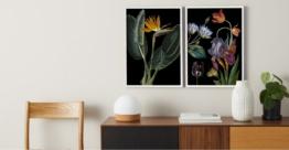 2 x Vintage Dark Florals from the Natural History Museum, gerahmte Kunstdrucke (A2), Mehrfarbig und Weiss - MADE.com