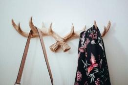 Geweih-Kleiderhaken | Vintage-Antik-Retro-Weiß | Für Außen, Innen, Balkon & Garten | 49 cm