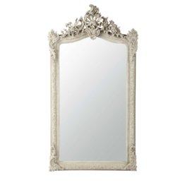 Der  große Spiegel CONSERVATOIRE  im Barock-Stil besteht aus grauem, leicht geweißtem Kunstharz.
