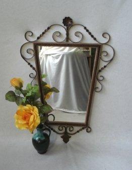 Wandspiegel Schmiedeeisen Rahmen Dekorative Trapez-Form in Shabby Dunkelrot + Gold, Vintage Landhaus Stil Der 60Er